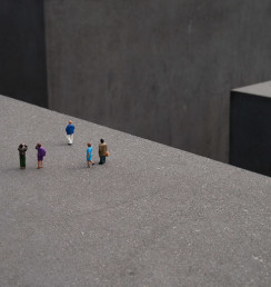 non poteva mancare una visita al nuovo Monumento in memoria dei 6 milioni di ebrei assassinati in Europa dai nazisti.